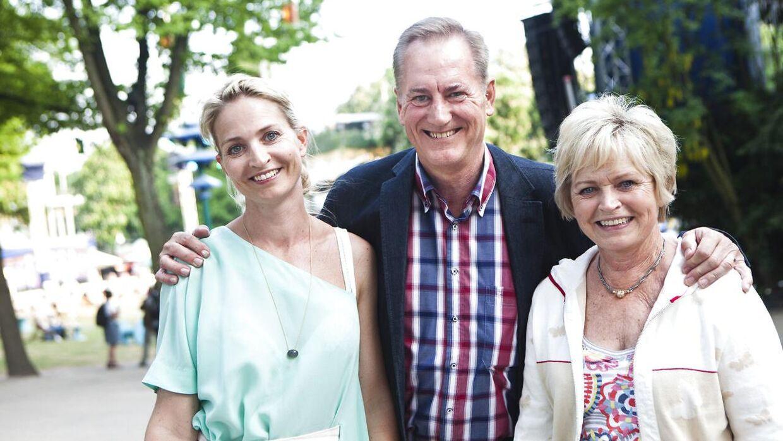 Annette og Hilda Heick skal sammen med Jacob Riising være værter på årets danske Melodi Grand Prix. Her ses mor og datter sammen med Keld Heick i Tivoli.
