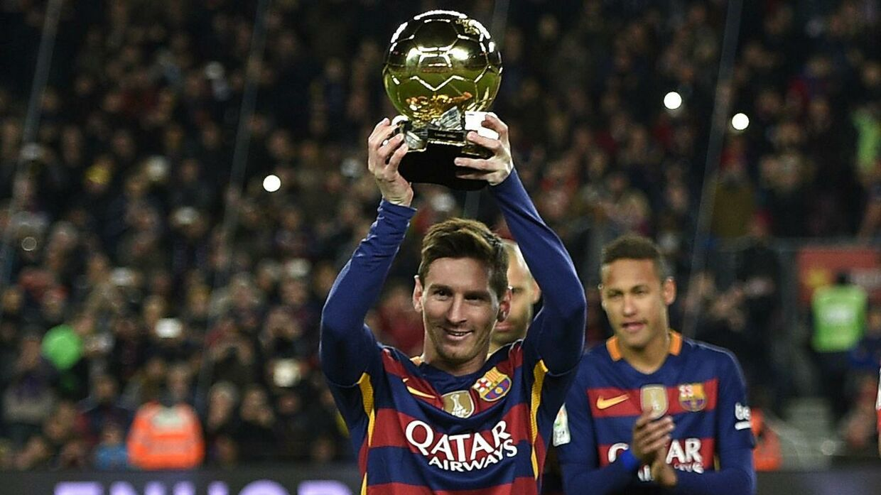 TOPSHOT - Barcelona's Argentinian forward Lionel Messi poses with his fifth Ballon d'Or trophy before the Spanish league football match FC Barcelona vs Athletic Club Bilbao at the Camp Nou stadium in Barcelona on January 17, 2016. AFP PHOTO/ LLUIS GENE / AFP / LLUIS GENE