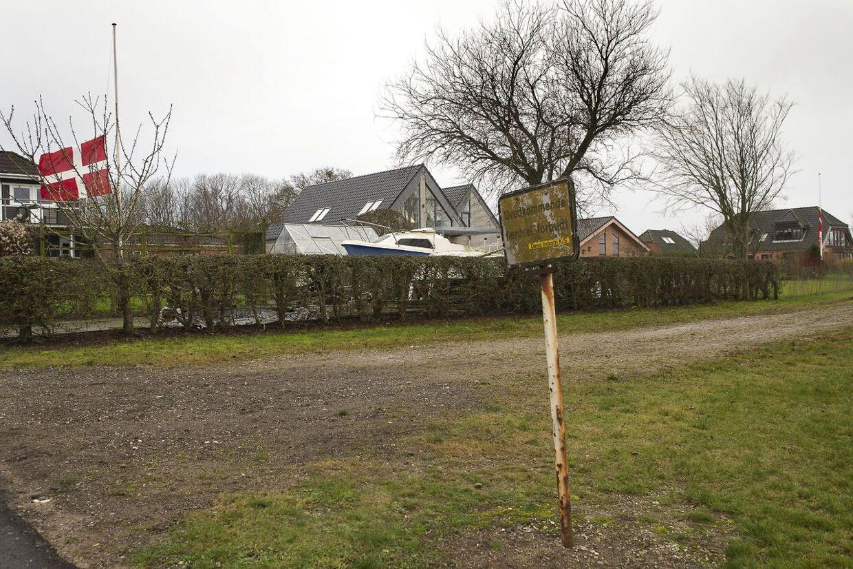 En 37-årig familiefar blev nytårsaften dræbt, da han affyrrede en krysantemumbombe ved familiens bolig.