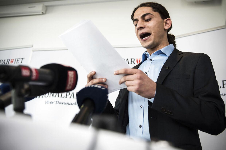 Yahya Hassan taler her på pressemødet. Og det blev han ved med. Længe.