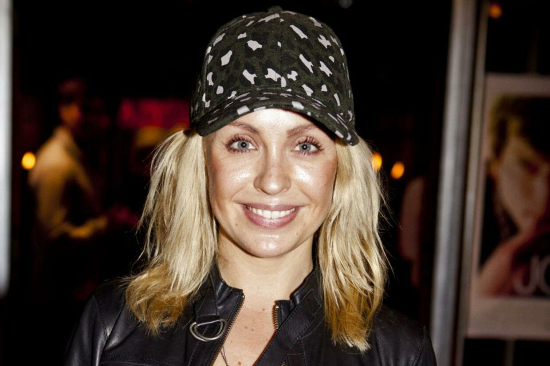 Skuespillerinden Julie Ølgaard bliver lørdag gift med sin kæreste, skiløberen Gustav Muus.