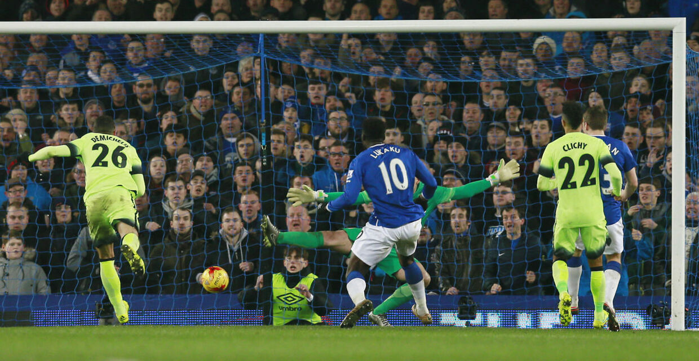 Romelu Lukaku bringer Everton foran 2-1 mod Manchester City.