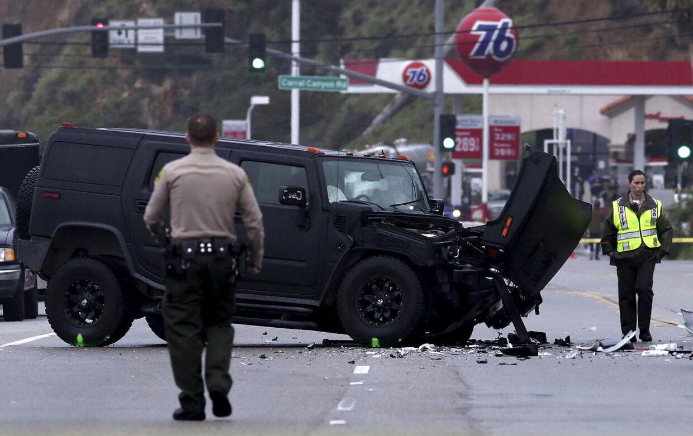 Billede fra ulykken, der involverede Caitlyn Jenner. En person omkom i ulykken, der foregik i februar måned 2015 REUTERS/Jonathan Alcorn/Files