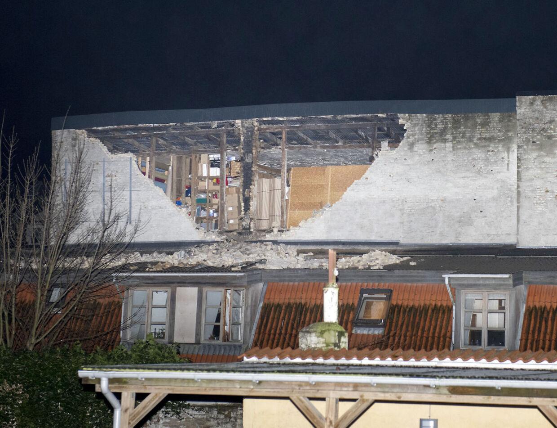 Stormskade. Gavl / væg blæst ned i baggården ved Langesgade 12-14, Aalborg. Foto: © Michael Bo Rasmussen / Baghuset.