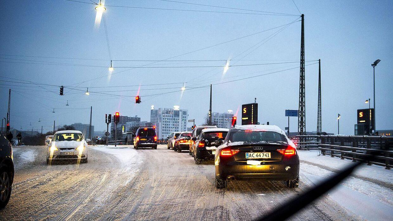 DMI varsler isslag i store dele af landet fredag aften og natten til lørdag.