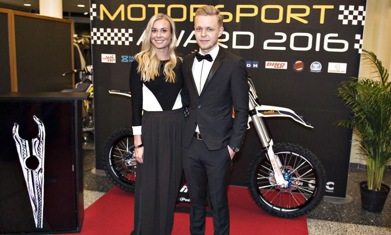 Kevin Magnussen er her på den røde løber sammen med kæresten, Louise, til Dansk Motorsport Award 2016 torsdag aften i Herning.