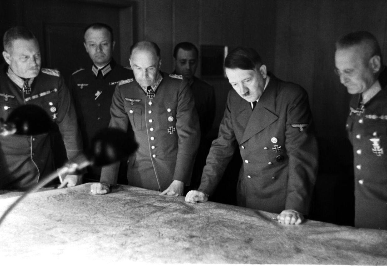 Adolf Hitler nægtede at se nederlaget i øjnene. Så hellere dø.