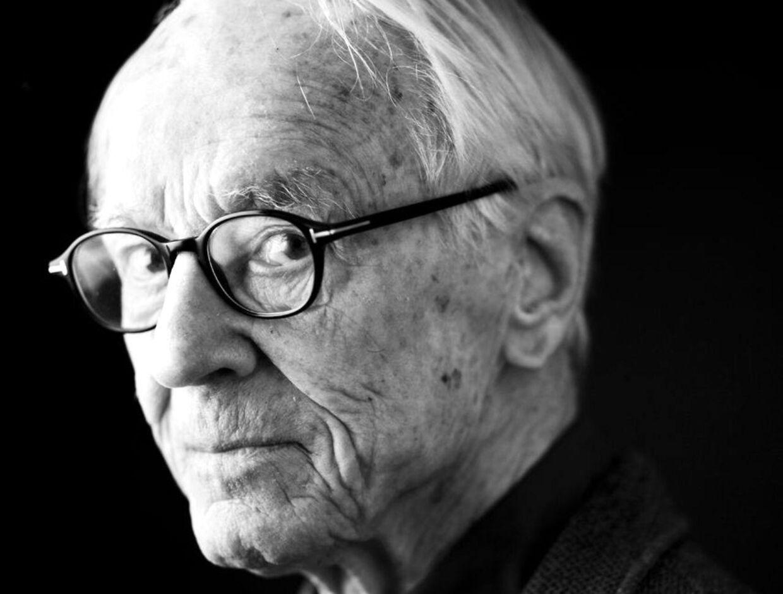 Bent Fabricius-Bjerre. Han fylder 90 år d. 7/12 2014.