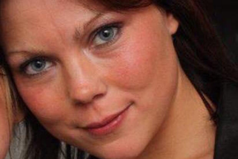 26-årige Kristina Landin er chokeret over at 25-årige Mads Theilgaard Nielsen mistede livet i fyrværkeri-ulykken nytårsaften.