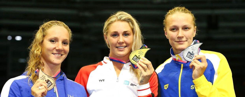 Jeanette Ottesen (midten) havde et forrygende EM i Berlin, hvor det bl.a. blev til guldmedalje i 100 meter butterfly