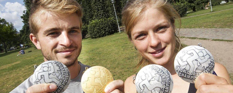 Orienteringsløberen Søren Bobach - her ved siden af søsteren Ida, der ligeledes er orienteringsløber - vandt VM-guld ved VM i Italien.