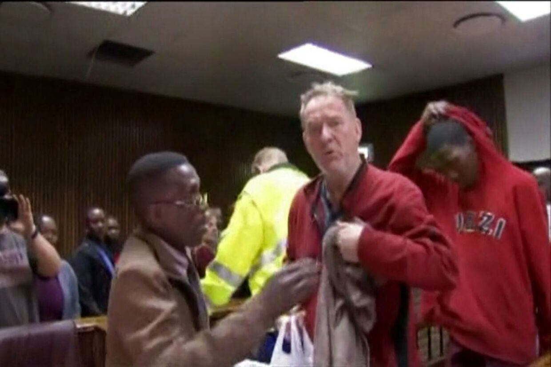 En dansk mand er blevet fremstillet i retten Sydafrika, efter politiet fandt 21 kvindelige kønsdele i hans fryser. Han er nu blevet varetægtsfængslet. Mandag den 21. september 2015 blev danske Peter Frederiksen fremstillet i retten i Sydafrika, efter politiet fandt 21 kvindelige kønsdele i hans fryser i hans hjem i Bloemenfontein torsdag. Han forbliver varetægtsfængslet i yderligere syv dage.