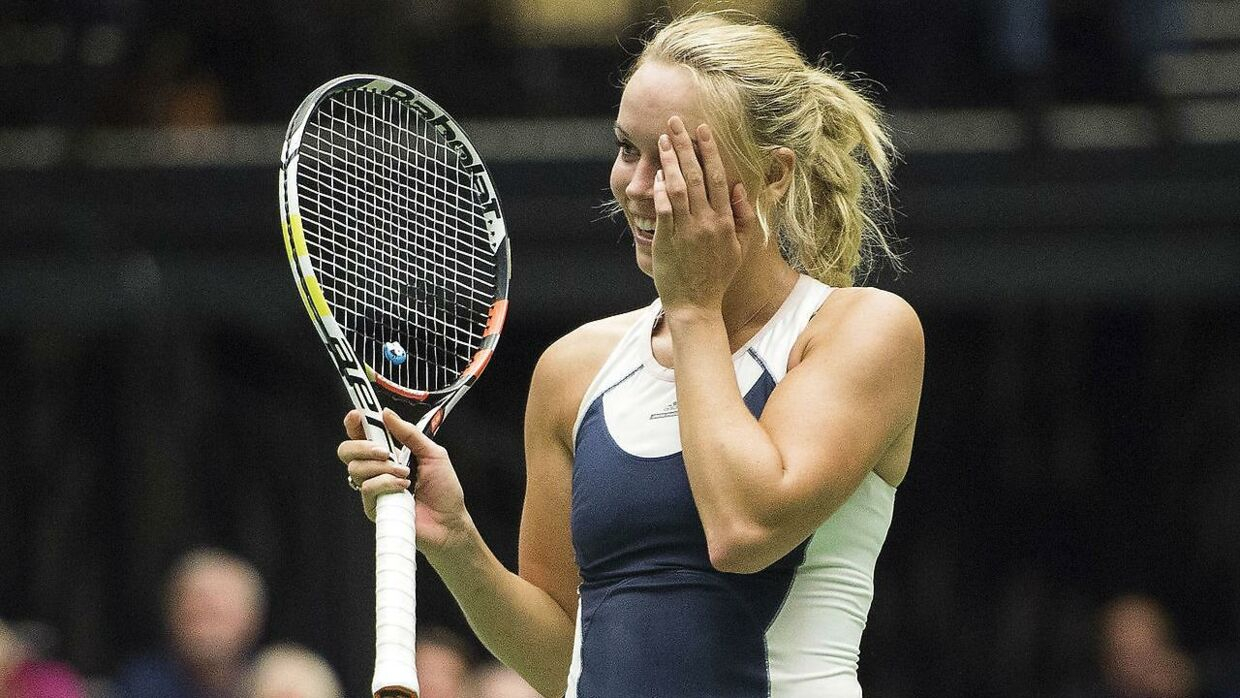 Wozniacki optræder bodypaintet i det nye Sports Illustrated Swimsuit Issue.