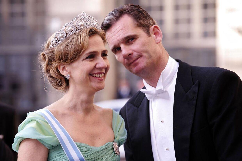 Prinsesse Christinas mand, hertug Inaki Urdangarin, har ikke en særlig høj stjerne hos prinsessens far, kong Juan Carlos. Kongen har fået fjernet svigersønnen fra hoffets officielle hjemmeside.