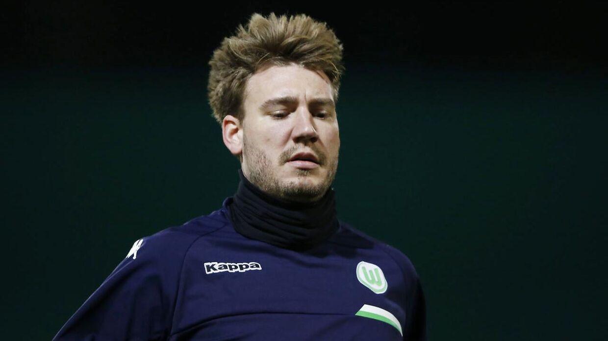 »Hvis Bendtner tilførte holdet noget, så var det kun under opvarmningen.« Sådan vurderer den tyske journalist Kurt Hofmann danskerens indsats i sidste runde, og derfor er det kun naturligt, at Bendtner nu er helt ude af truppen.