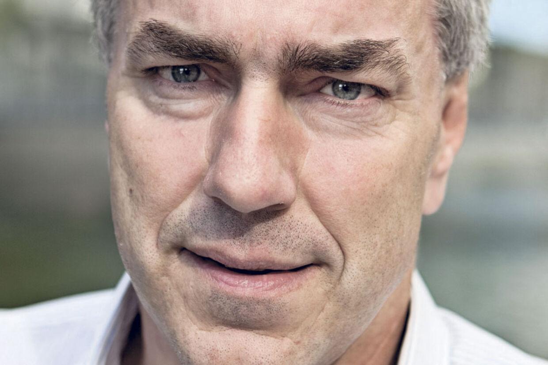 Kurt Strand er vred over den behandling, han har fået i 'Jagten på de røde lejesvende'. Det førte sidste fredag til sammenstød med en Deadline-ansat, der også har arbejdet på Jacob Rosenkrands' program.