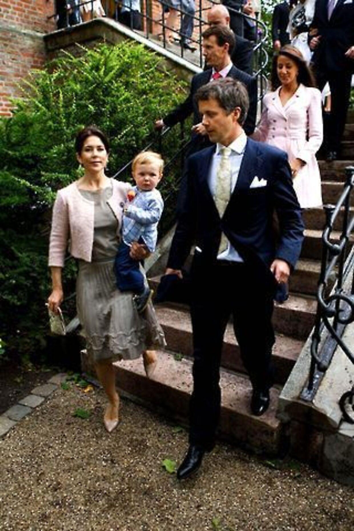 Nu er det vidst ganske vist. Prins Joachim havde i går Marie med til barnedåb, så nu må det kun være et spørgsmål om tid, før forholdet mellem de to bliver officielt.