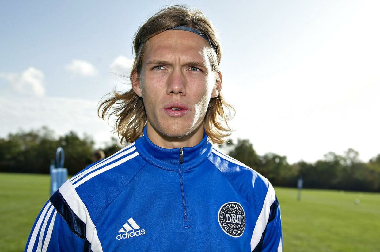 Jannik Vestergaard, der til daglig spiller i Bundesliga-klubben Hoffenheim, undrer sig over, at der ikke er fundet plads til ham på det danske landshold, hvis midterforsvar i øjeblikket er hårdt skadesplaget. I stedet må han 'nøjes' med at spille på U21-landsholdet, der i to playoff-kampe til næste sommers EM møder Island.