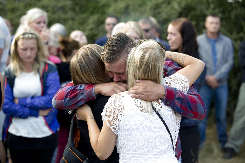 Familien til dræbte Kamilla Hantusch holdt mindehøjtidelighed torsdag aften. De mødes ved Lyreskovskolen i Padborg, hvor der blev tændt lys. Derefter kørte familien ud til findestedet ved motorvejsafkørslen nær Kliplev.