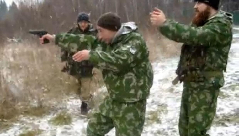 Lars Agerbak (bagerst) til skudtræning i Rusland.