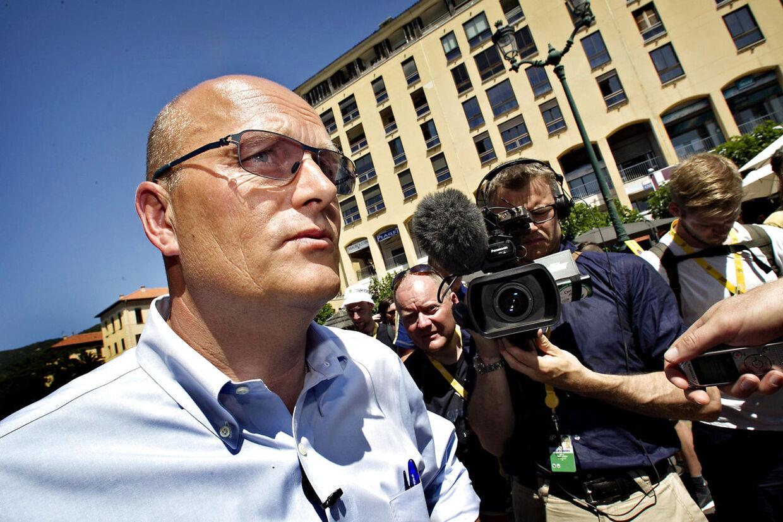 """Dokumentaren """"Riis - forfra"""" er lavet af Niels Christian Jung, som her ses i aktion med kameraet i baggrunden."""