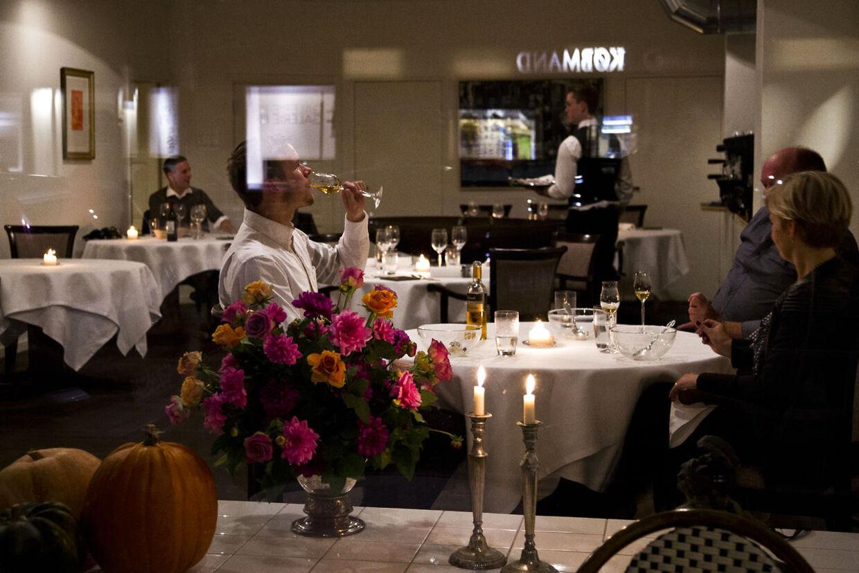 Danmark har fået tre nye enstjernede Michelin-restauranter. De københavnske restauranter Clou, Marchal og Studio har alle fået en stjerne i årets guide fra Michelin, som er offentliggjort onsdag.Her Restaurant CLOU, Borgergade 16.