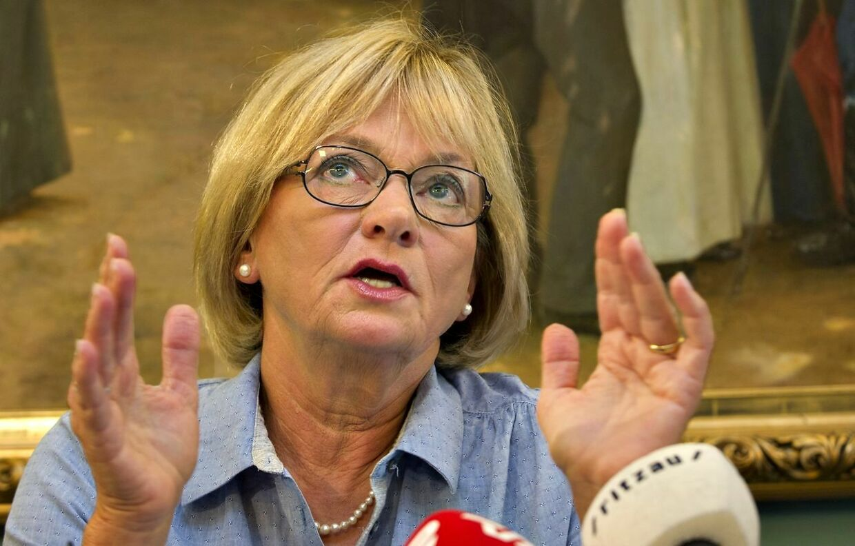 Pia Kjærsgaard fortæller til dr.dk, at hun får varsler fra Gud.