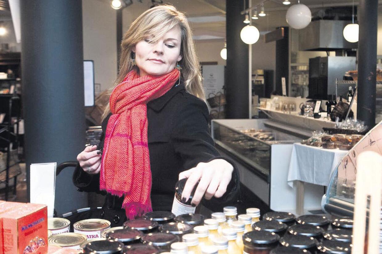 Sussi la Cour er i gang med en udannelse i oplevelsesledelse. Og indkøb skal også være en oplevelse for hende selv. Her går hun på opdagelse i luksus-supermarkedet Løgismose i København.