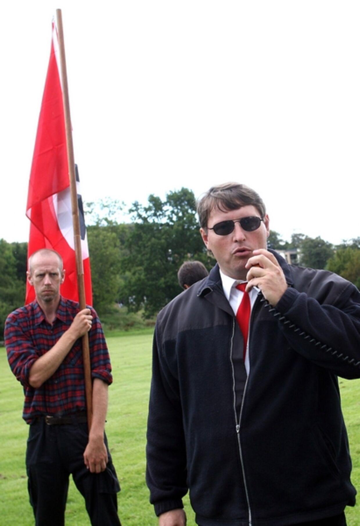 Jonni Hansen under en demonstration til fordel for Hitlers Stedfortræder, Rudolf Hess.