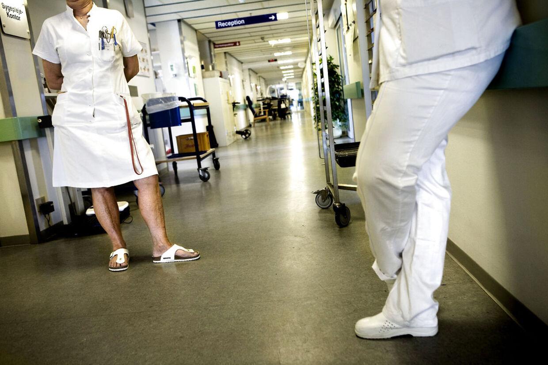 En kræftsyg sygeplejerske blev fyret efter seks ugers sygemelding, og det er ikke i orden, mener Dansk Sygeplejeråd.