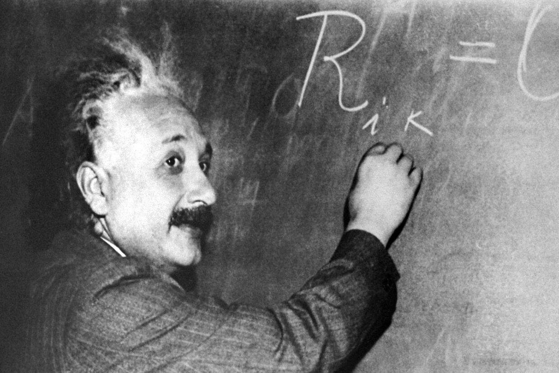 Den tysk-fødte fysiker Albert Einstein er blevet modbevist af forskere ved partikel-instituttet CERN i Schweiz, for lyset er - ifølge de nyeste resultater - ikke det hurtigste, som findes (arkivfoto)