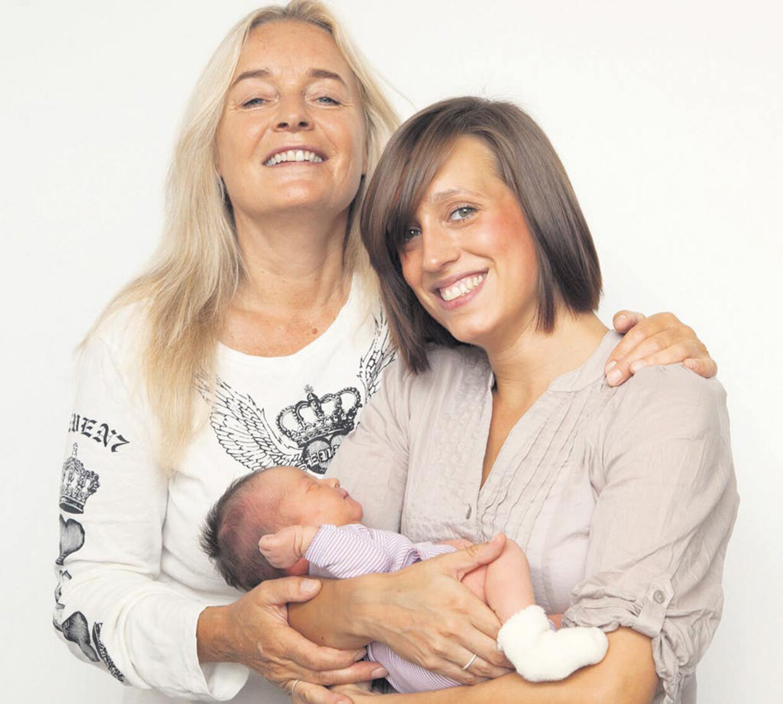 Tessa og Anne Linnet blev 31. juli forældre til lille Isolde.