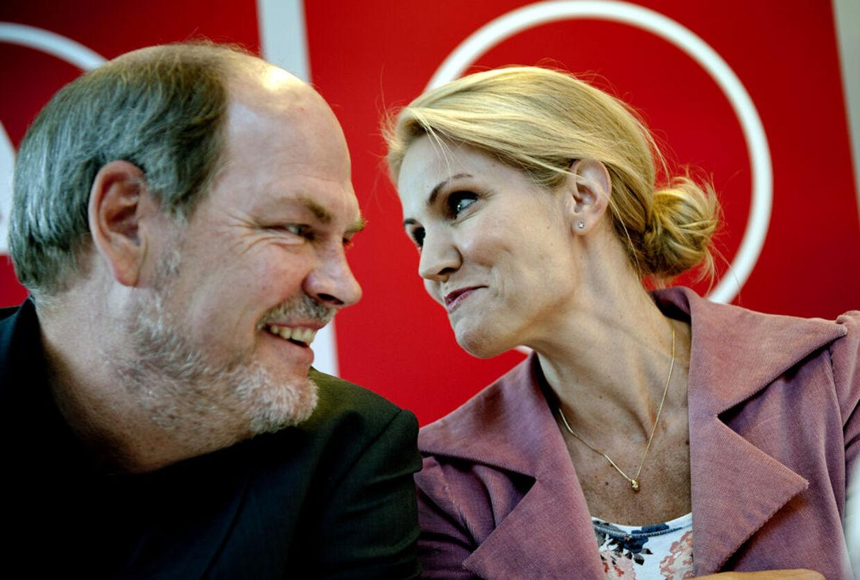 Èn af Helle Thornings nærmeste støtter, Carsten Hansen, er havnet i en pinlig sag om sexchikane mod en ung sekretær.