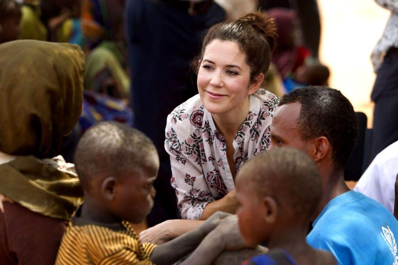 Kronprinsesse Mary besøgte lørdag den største flygtningelejr i Kenya Dabaab, og modtagelsescentret hvor flygtninge bliver registeret, vacineret og får mad