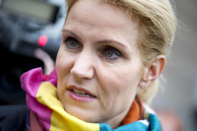 B.T. kan i torsdagens avis afsløre, at Helle Thorning uberettiget har udnyttet hendes mands personfradrag. Politisk kommentator Hans Engell vurderer, at det er en alvorlig sag for statsministerkandidaten, men at sagen ikke er alvorlig nok til at hun skal gå af.