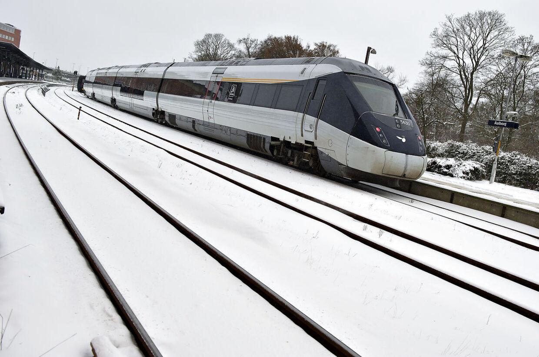Dansk Folkeparti sikrer regeringen en aftale om at hjælpe DSB, så statsbanerne kan låne yderligere otte milliarder kroner de næste to år.