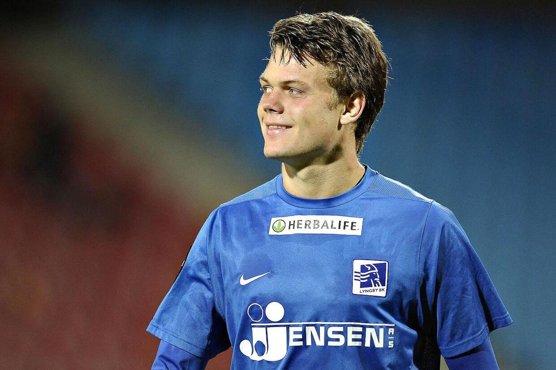 Lyngbys U21-landsholdstalent Emil Larsen overvejer at tage et mellemstop i en dansk klub på vej til udlandet.