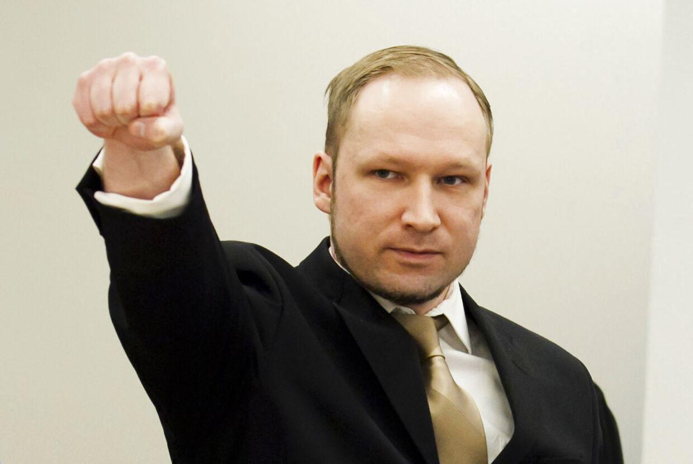 De norske myndigheder tager kontakt med børn, der sender breve til den terrordømte Anders Behring Breivik.