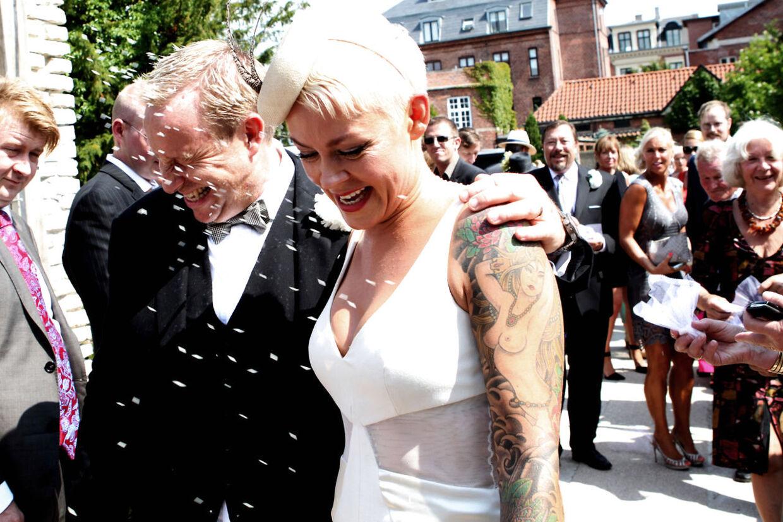 Adam Price og Mischa Jemer - nu Price - blev lørdag viet i Frederiksberg Kirke.