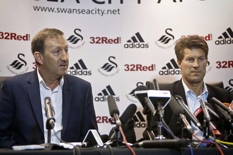 Swansea-boss Huw Jenkins og Michael Laudrup er ikke perlevenner efter fyringen af Laudrup. I kampprogrammet til Cardiff-kampen sendte Jenkins en stikpille i retning af Laudrup.