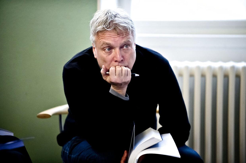 Anklagerne om nepotisme kan blive fatale for kulturminister Uffe Elbæk, vurderer politisk kommentator Peter Mogensen.