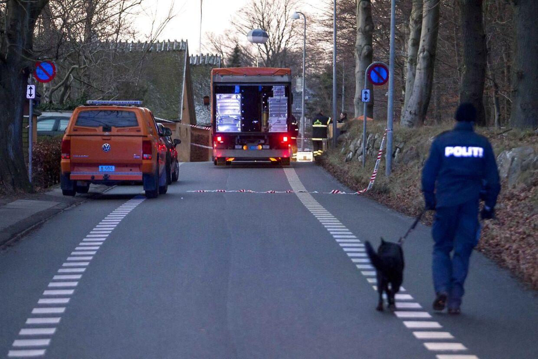 Politiafspærringer i Hareskoven, Gl. Hareskovvej ved Værløse, hvor en 20-årig mand blev skudt i ryggen søndag eftermiddag d.13.januar 2013.