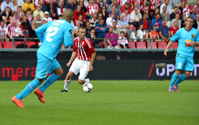 FCN (lyseblå) trøjer var bagud, men fik 1-1 takket være et mål af nyindkøbet Joshua John