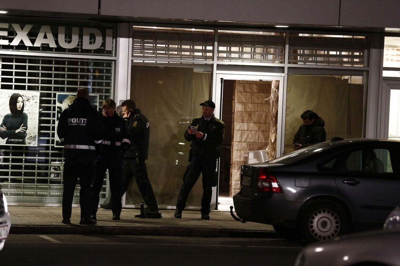 Politiet på gerningsstedet i Høje Gladaxe.
