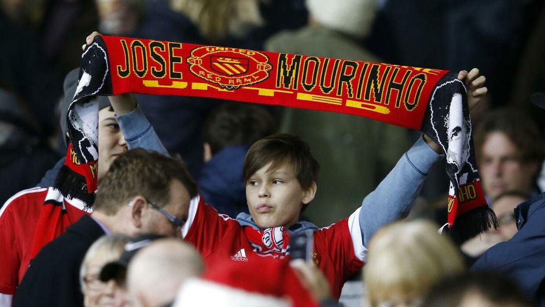 Manchester United-fans er klar til at byde Jose Mourinho velkommen som klubbens næste manager.