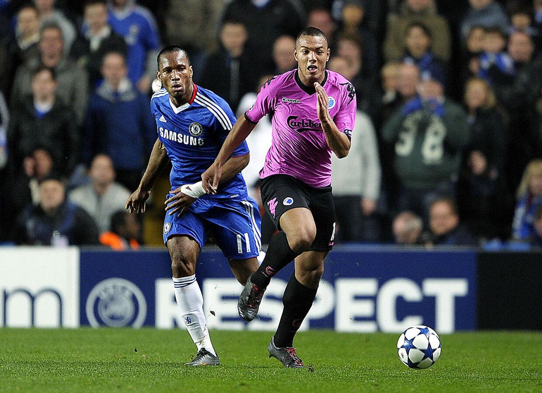 Kenneth Zohore (th) fra FCK bruger sin grandonkel. Didier Drogba (tv) fra Chelsea, som sin mentor.