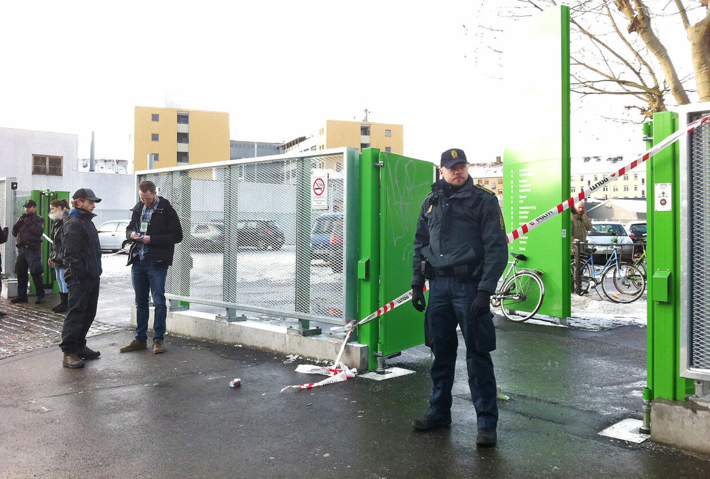 Politi på Rebslagervej i København mandag morgen den 11. februar efter et voldsomt knivstikker overfald.