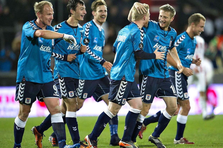 AGF blev de store vindere af 17. runde, da århusianerne hentede tre point i Aalborg og rykkede op på en fjerdeplads, som 6,5 mio. kr. i tv-penge.