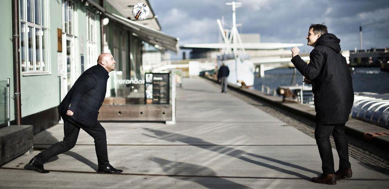 Iværksætter Claus Meyer (th.) og tidligere landsholdspiller Claus Jensen har smidt penge i drømmen om at føre deres barndomsklub Nykøbing FC op i Superligaen.