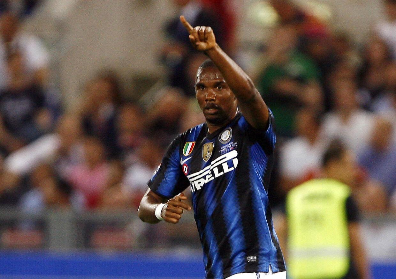 Russiske rigmænd forsøger at lokke Samuel Eto'o væk fra Inter.